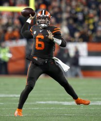 Browns Mayfield passes against Steelers