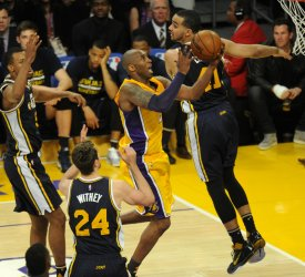 Los Angeles Lakers Kobe Bryant goes up for a basket in the second half in his last game