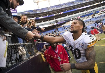 Steelers running back James Conner greets fans