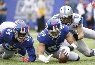 Olivier Vernon recovers a fumble in the endone