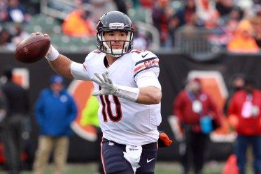 Bears quarterback Mitchell Trubisky throws football