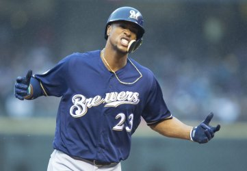 Brewers Broxton homers in ninth in NLDS Game Three