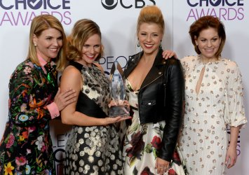 Lori Loughlin, Andrea Barber, Jodie Sweetin and Candace Cameron Bure win an award at the People's Choice Awards in Los Angeles
