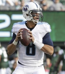 Tennessee Titans Marcus Mariota gets set to throw a pass