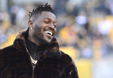 Steelers Antonio Brown On Sidelines Before Ravens Game