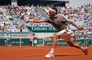 Roger Federer plays his men's fourth round match at the French Open