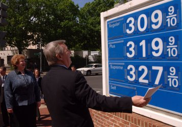 DEMOCRATS CALL FOR LEGISLATION TO REDUCE GAS PRICES