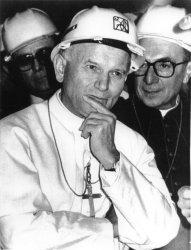 POPE JOHN PAUL II WEARING WHITE CONSTRUCTION HAT