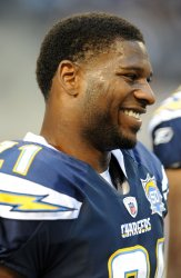 LaDainian Tomlinson warms up prior to the Cowboys Chargers game