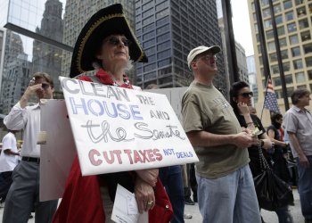 Tea party activists rally in Chicago