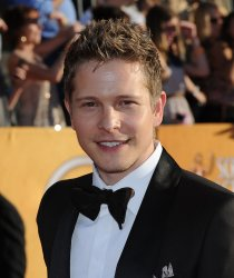 Actor Matt Czuchry arrives at the 18th annual Screen Actors Guild Awards in Los Angeles