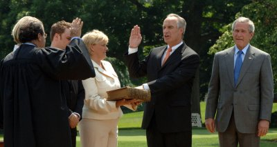 DIRK KEMPTHORNE SWORN IN AS INTERIOR SECRETARY