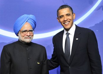 Obama welcomes Prime Minister Manmohan Singh of India