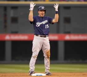Brewers Kratz double in sixth in NLDS Game Three
