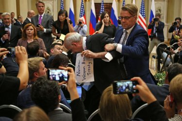 Journalist ejected before start of Trump Putin press conference in Helsinki