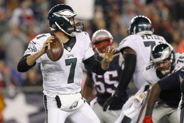 Eagles Bradford passes against Patriots