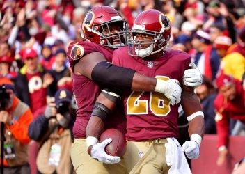 Redskins running back Adrian Peterson scores a touchdown