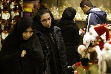 Iranians shop for Christmas