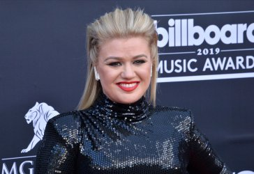 Kelly Clarkson attends the 2019 Billboard Music Awards in Las Vegas