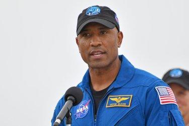 NASA Astronaut Glover Arrives at KSC