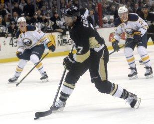 Pittsburgh Penguins  Matt Cullen Records Assist  in Pittsburgh.