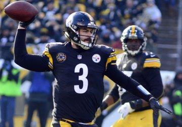 Pittsburgh Steelers Landry Jones Scrambles and Throws