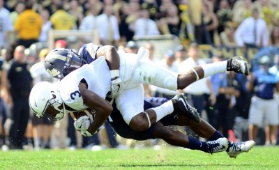 Nittany Lions DeAndre Thompkins Pulls in Pass on Fourth Down