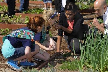 Michelle Obama welcomes school children to help plant White House garden