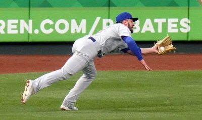 Chicago Cubs Kris Bryant Makes Diving Catch
