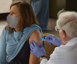 Long Beach Vaccinates Younger People With Health Conditions Ahead of State