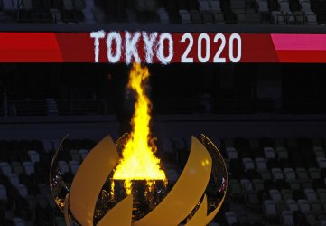 Tennis Star Osaka Lights Olympic Cauldron