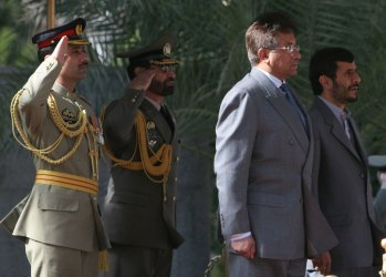 IRANIAN AND PAKISTAN LEADERS MEET IN TEHRAN