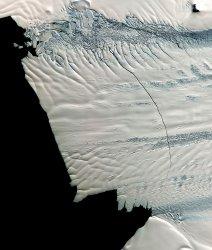 Massive Crack in Glacier discovered in Antarctica