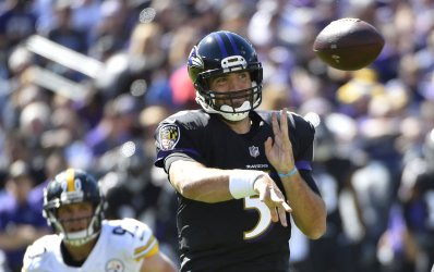Ravens QB Joe Flacco throws against Steelers