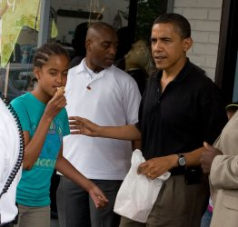 U.S. President Obama takes daughters out for ice cream in Alexandria, Virginia