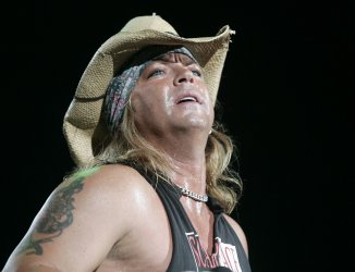 POISON PERFORMS IN CONCERT IN WEST PALM BEACH