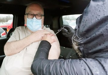 First Mass Vaccination Drive-In Site In Missouri Attracts Four Thousand People