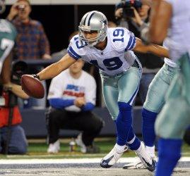 Dallas Cowboys Miles Austin scores against the Eagles