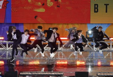 BTS performs on GMA in New York