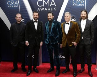 Old Dominion arrives at the 2018 CMA Awards in Nashville