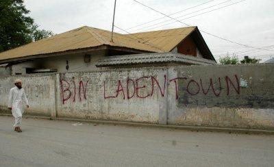 Pakistanis in Abbottabad demonstrate in favor of bin Laden