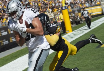 Raiders Foster Moreau Scores TD in Pittsburgh
