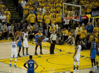 Warriors Stephen Curry adds three more in win over Thunder