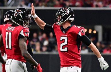 Falcons QB Matt Ryan celebrate touchdown against Cardinals during an NFL game in Atlanta