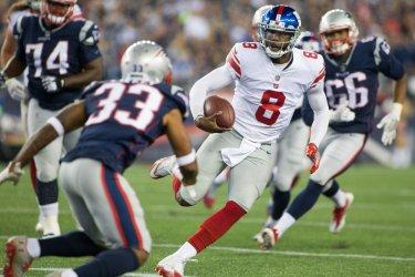 Giants Johnson runs against Patriots in presason game.