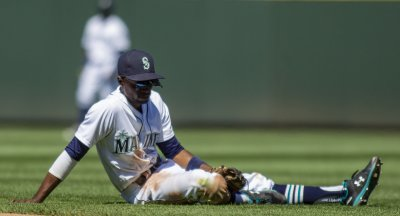 Seattle Mariners beat the San Francisco Giants 3-2 in Seattle