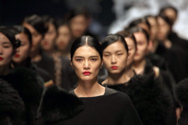 China fashion week showcases Zoual Yanti designs in Beijing