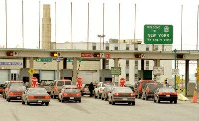 Customs officials keep an eye on border crossings in Ontario