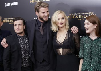 Liam Hemsworth and Jennifer Lawrence at Mockingjay Premiere