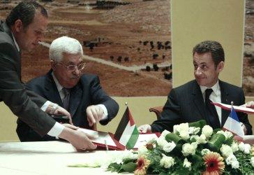 French, Palestinian Presidents sign economic agreement in Bethlehem